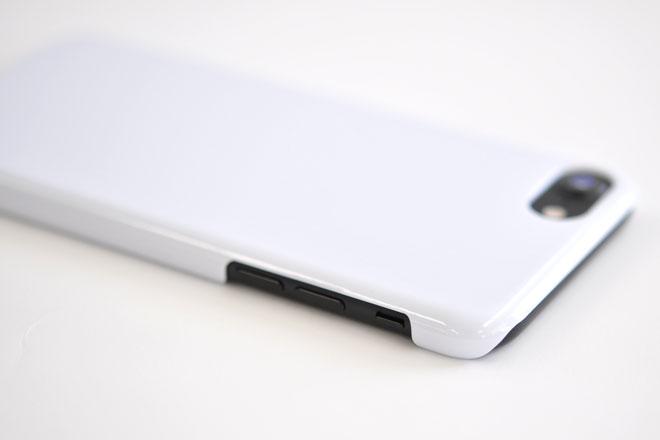 無地ケースを装着したiPhone7