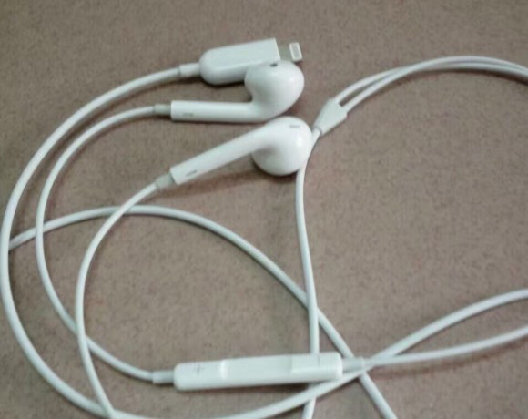 iPhone7 Lightning端子付きイヤホン