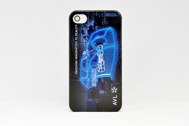 シャープな iPhone4カバー エイヴィエルジャパン様
