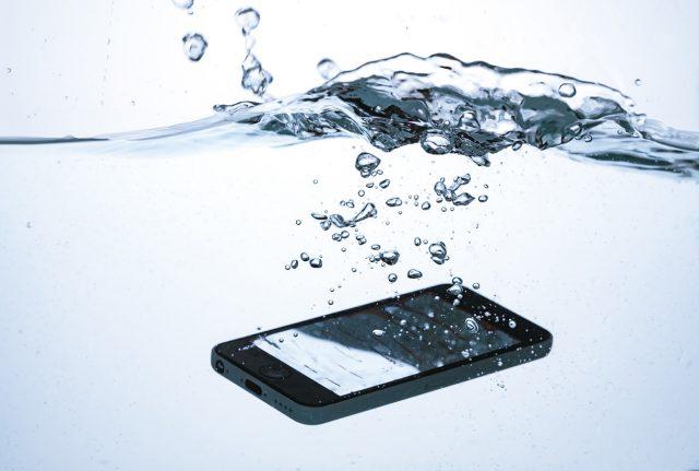 スマホの防水性能の仕組みや条件