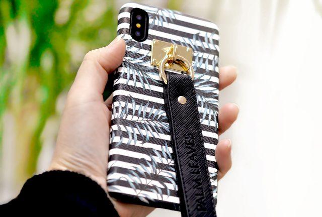 サフィアーノレザーを使用した高級感のあるストラップ付きiPhoneXケース