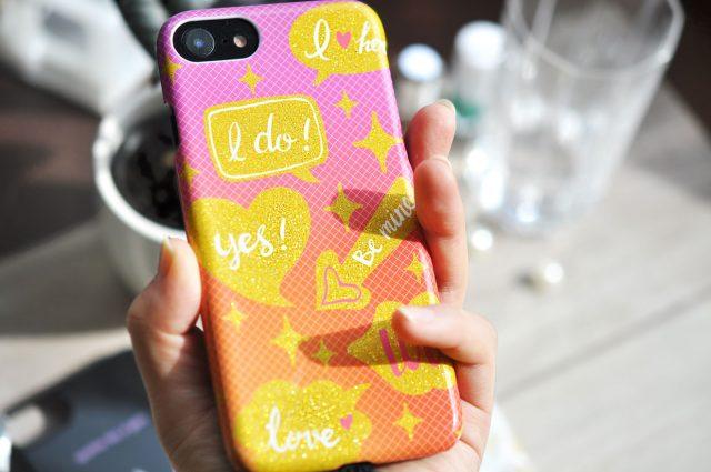 ラメがキラキラと輝くiPhone6/7/8兼用グリッターケース